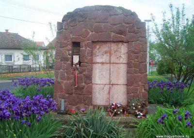Dég II.vh emlékmű 2010.05.03. küldő-Horváth Zsolt (3)