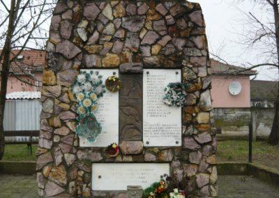 Döge II.vh emlékmű 2009.12.28. küldő-Ágca (4)