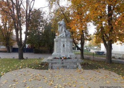 Dömsöd világháborús emlékmű 2015.10.31. küldő-kalyhas (1)