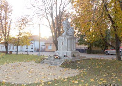 Dömsöd világháborús emlékmű 2015.10.31. küldő-kalyhas (13)