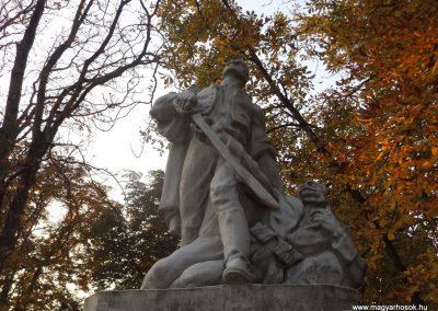 Dömsöd világháborús emlékmű 2015.10.31. küldő-kalyhas (2)