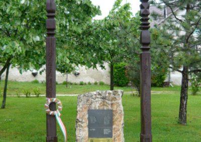 Dörgicse hősi emlékmű 2010.05.15. küldő-Sümec (7)