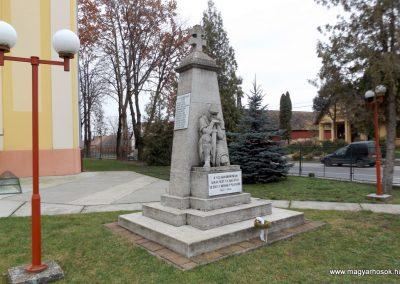 Dabas-Sári világháborús emlékmű 2015.11.27. küldő-kalyhas (12)