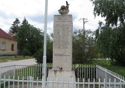 Dad világháborús emlékmű 2008.07.04.küldő-Kályhás (3)