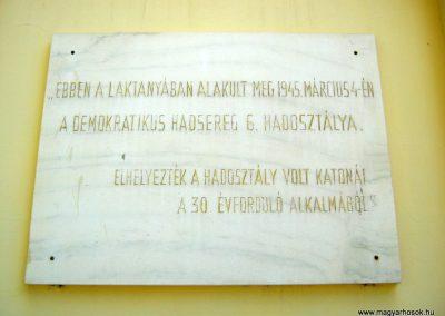Debrecen Kossuth Gimnázium, volt Bocskai laktanya. I. és II. világháborús emléktáblák. 2017.07.15. küldő-Emese (3)