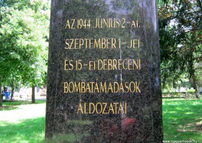 Debrecen - köztemető. A bombatámadások áldozatainak emlékműve és sírjai 2017.07.13. küldő-Emese (1)