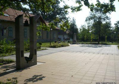 Derekegyháza II. világháborús emlékmű 2012.08.02. küldő-Sümec (12)