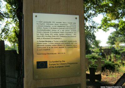 Deszk a Régi temető bejárata előtt a 2015. 05. 01-jén a testvérvárosokkal együtt avatott II. világháborús emlékoszlop 2015.07.12. küldő-Emese (4)