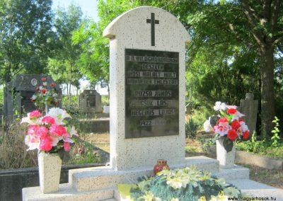 Deszk régi temető II. világháborús síremlék 2015.07.12. küldő-Emese (1)