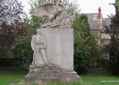 Detk I.vh emlékmű 2007.10.12. küldő-kalyhas (1)