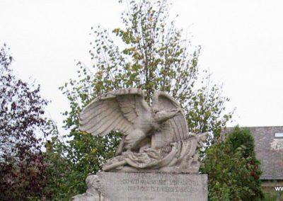 Detk I.vh emlékmű 2007.10.12. küldő-kalyhas (2)
