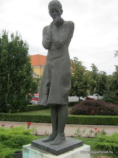 Devecser hősi emlékmű 2012.08.08. küldő-Emese (1)