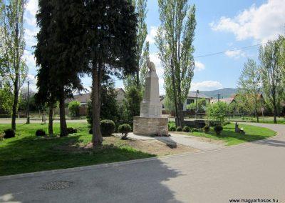 Diósjenő I.világháborús emlékmű 2012.04.25. küldő-kalyhas