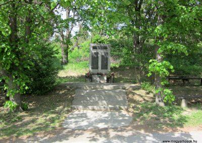Diósjenő II.világháborús emlékmű 2012.04.25. küldő-kalyhas