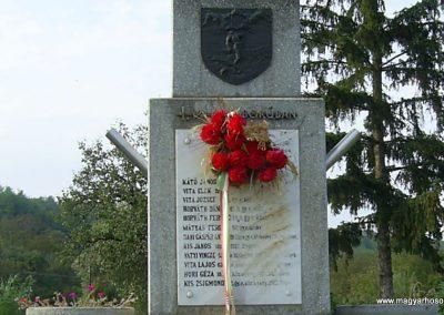 Dinnyeberki világháborús emlékmű 2009.10.02. küldő-Horváth Zsolt (2)