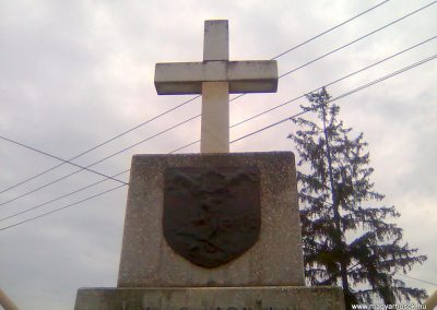 Dinnyeberki világháborús emlékmű 2010.10.24. küldő-KRySZ (2)