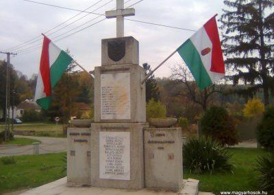 Dinnyeberki világháborús emlékmű 2010.10.24. küldő-KRySZ (3)
