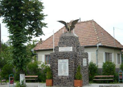 Disznajó világháborús emlékmű 2011.06.21. küldő-Ágca (1)