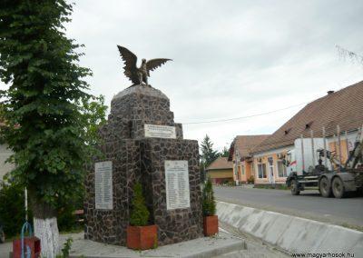 Disznajó világháborús emlékmű 2011.06.21. küldő-Ágca (10)
