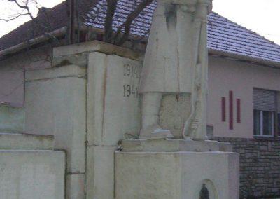 Doboz I.és II.vh emlékmű 2006.12.30. küldő-Zsóki (3)