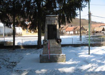 Domaháza világháborús emlékmű 2010.03.08. küldő-kalyhas (2)