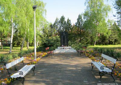 Domaszék II. világháborús emlékmű 2015.04.19. küldő-Emese (1)