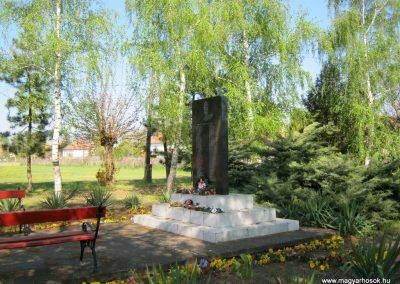 Domaszék II. világháborús emlékmű 2015.04.19. küldő-Emese (3)