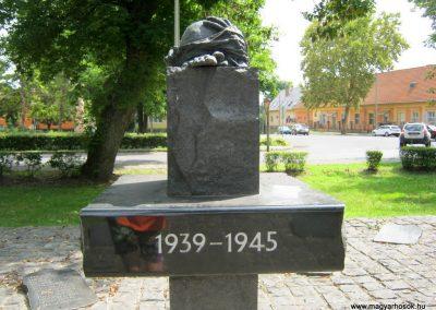 Dombóvár II. világháborús emlékmű 2016.07.21. küldő-Emese