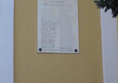 Domony I.vh emléktábla 2009.02.10.küldő-kalyhas (1)