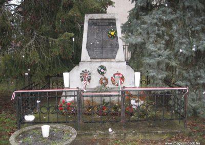 Domony II.vh emlékmű 2009.02.10.küldő-kalyhas (1)