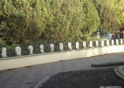 Dorog II.vh emlékmű 2008.10.30. küldő-Huszár Peti (2)