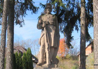 Dorogháza világháborús emlékmű 2008.11.03. küldő-kalyhas (2)