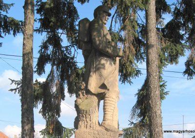 Dorogháza világháborús emlékmű 2008.11.03. küldő-kalyhas (5)