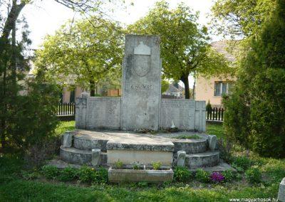 Drégelypalánk világháborús emlékmű 2009.04.13.küldő-Ágca (1)