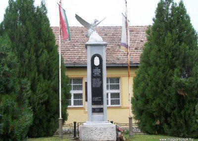 Dravapalkonya világháború emlékmű 2004.01.03.küldő-Horváth Zsolt (2)