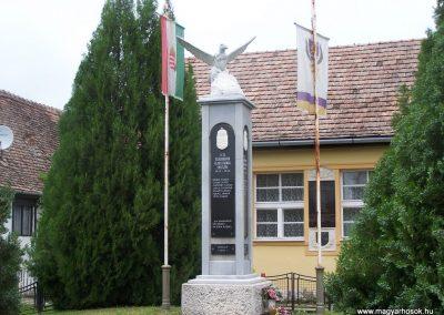 Dravapalkonya világháború emlékmű 2004.01.03.küldő-Horváth Zsolt