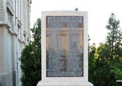 Dunaalmás II.vh emlékmű 2008.07.05. küldő-Kályhás (1)