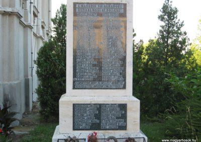 Dunaalmás II.vh emlékmű 2008.07.05.küldő-Kályhás (2)