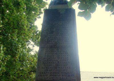 Dunabogdány világháborús emlékmű 2008.07.05. küldő-Huszár Peti (11)