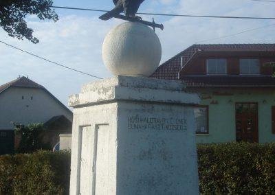 Dunaharaszti Régi Hősi emlékmű 2008.10.08.küldő-Huszár Peti