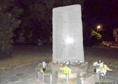 Dunamocs, II. vh. emlékmű