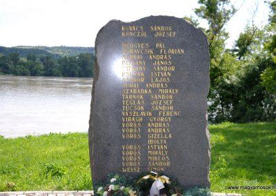 Dunaradvány II.vh emlékmű 2010.06.05. küldő-Juditka123 (5)