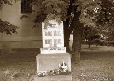 Dunaszekcső II.vh emlékmű 2008.06.04. küldő-V3t3r4n