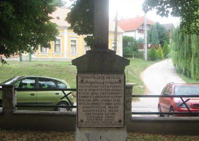 Dunaszentmiklós világháborús emlékmű 2008.07.05.küldő-Kályhás (3)