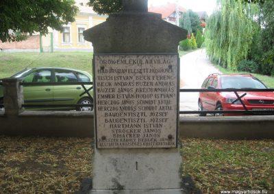 Dunaszentmiklós világháborús emlékmű 2008.07.05.küldő-Kályhás (4)
