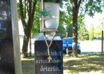 Dunaszerdahely-Sikabony világháborús emlékmű 2014.06.20. küldő-Méri (7)