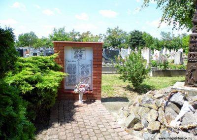 Dusnok világháborús emlékmű 2014.07.12. küldő-Méri (1)