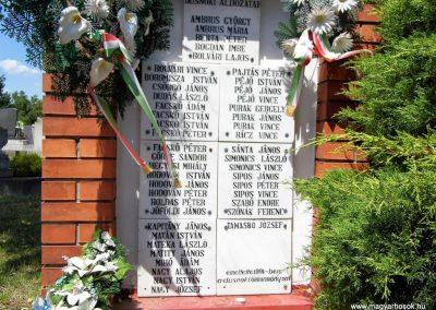 Dusnok világháborús emlékmű 2014.07.12. küldő-Méri (8)