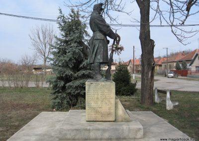 Ecséd világháborús emlékmű 2009.03.27. küldő-kalyhas (3)