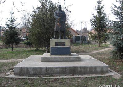 Ecséd világháborús emlékmű 2009.03.27. küldő-kalyhas